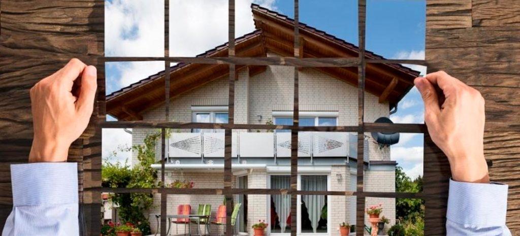 Collage de fotografías formando una casa